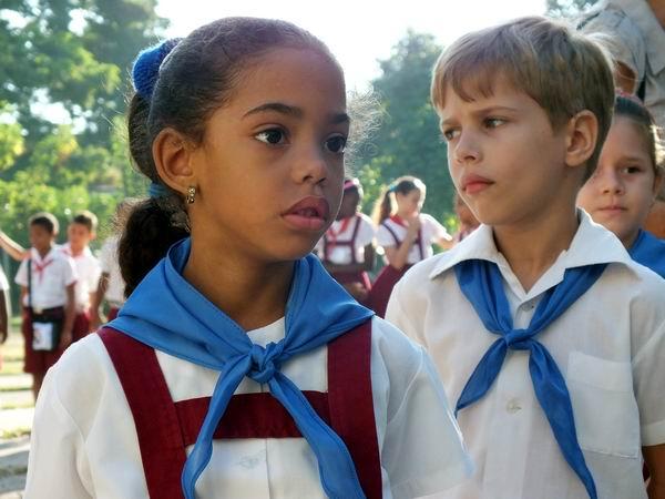 El Régimen utiliza a niños para vejar a familia opositora