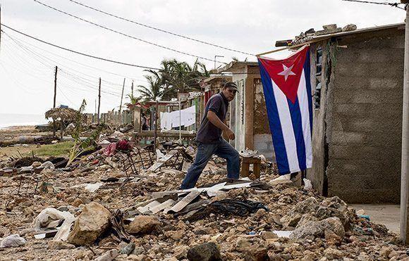 El régimen quiere que los cubanos paguen la reconstrucción de las casas que no son suyas