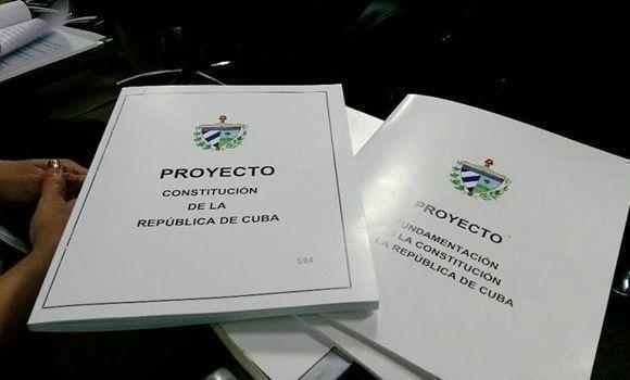 Vargas Llosa, Andrés Pastrana, Raúl Rivero, Albert Rivera y una veintena de políticos e intelectuales cuestionan el nuevo proyecto de Constitución cubana