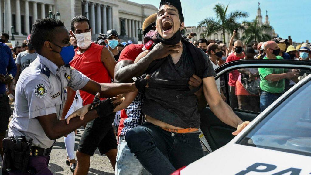 Las claves de las protestas y nuevos presos políticos en Cuba /  PROGRAMA LIVE